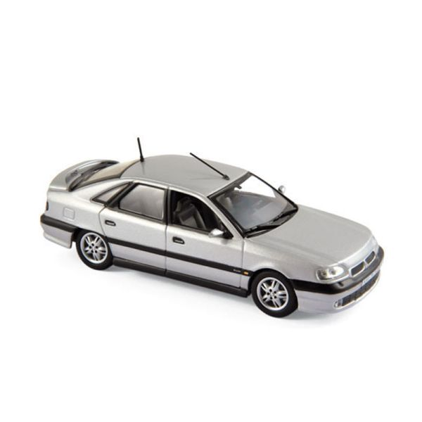 Norev 517747 Renault Safrane Biturbo Baccara silber 1993 Maßstab 1:43