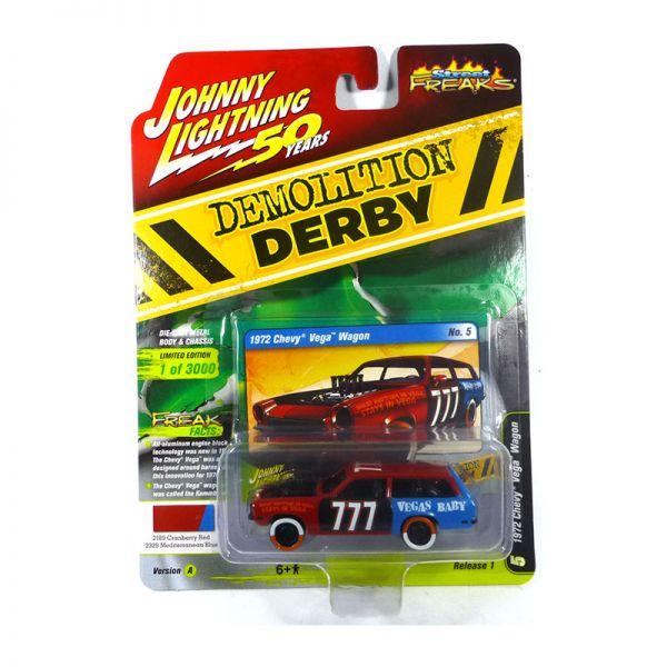 Johnny Lightning JLSF013A-5 Chevrolet Vega Wagon rot/blau - Demolition Derby Maßstab 1:64